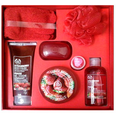 Filgifts.com: Strawberry Gift Set (Deluxe) by The Body Shop - Send ...